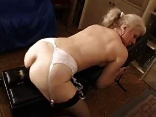 गोरा महिला कमबख्त के साथ dildo