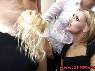 सीएफएनएम femdoms उनके मुंह में मुर्गा धक्का