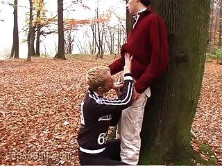 जंगली समलैंगिक पड़ोसियों को जंगल में उतरना और गंदे हो जाते हैं