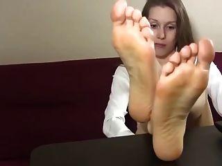 लेले सेक्सी पैर सचिव