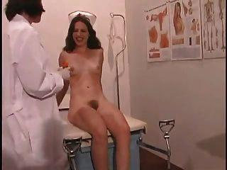 नर्स के कारनामों # 9 को चाटना