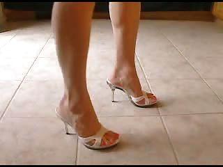 सेक्सी कुल्हाड़ी ऊँची एड़ी के जूते और सुंदर पैर