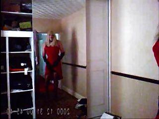 सेक्सी लाल पोशाक और नीचे पहनने के कपड़ा