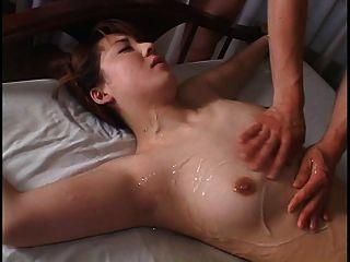 एशियाई बंधे महिला में panty के साथ खेला जाता है