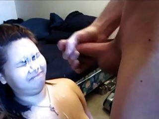 उसके चेहरे पर बड़ा भार