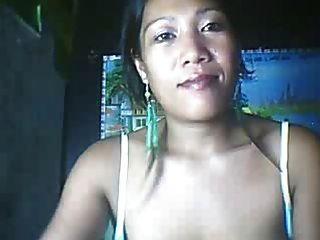 26 वर्षीय फिलीपीना माँ उसके बड़े निपल्स भाग 3 दिखा सकता है