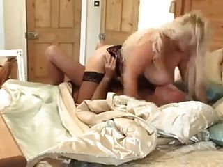 सेक्सी बड़ी चूची गोरा milf fucks