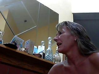 गर्म महिला और उसके सेक्सी पैर 8