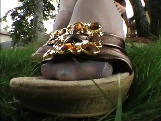 नायलॉन पैरों के साथ अच्छी लड़की 6