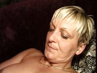 परिपक्व महिला हार्ड fucked 2
