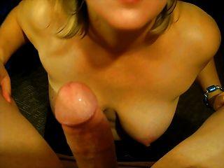 Milfs बड़े स्तन और उसके डिक चूसने
