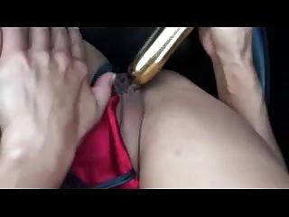 गाड़ी में मोनिक