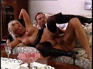 सेक्सी गर्म जर्मन परिपक्व छेदा स्तन