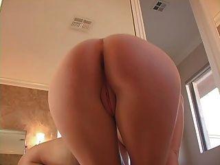 एक बुलबुला स्नान में छूने वाला गधा