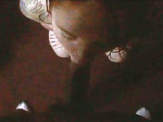 टैटू सफेद लड़की सिर ले रही बीबीसी