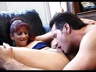 मालिक कैरोल dildoing पकड़ता है और उसे एक उचित बकवास देता है
