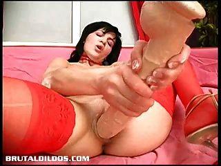 वोरोनिका उसके कमिंग बिल्ली के साथ एक लंबे क्रूर dildo खाती