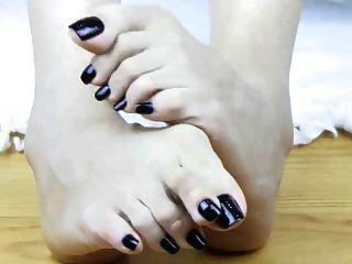 लंबे समय तक एशियाई काले पैर की उंगलियां