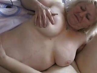 दो गोल - मटोल grannies मज़ा है