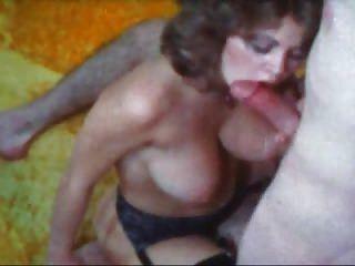 Busty महिला दो अच्छा चबूतरे हो जाता है