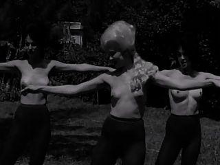पेंटीहॉड देवियों नृत्य