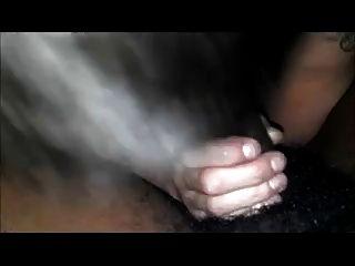 पतली सफेद कुतिया बना रही है एक काला आदमी सह