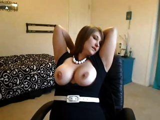 सुनहरे बालों वाली लड़की उसे बड़े स्तन negrofloripa दिखा शौकिया