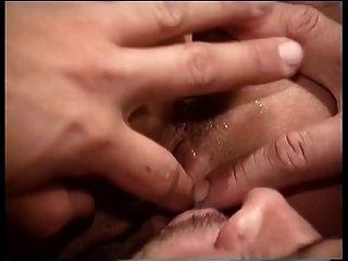 फूहड़ कमबख्त से पहले सिर देता है
