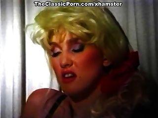 क्लासिक सेक्स सीन में अद्भुत क्लासिक पोर्न स्टार