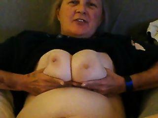 उत्तर कैरोलिना से वेब वेश्या कोरा दुनिया के लिए नग्न हो जाता है
