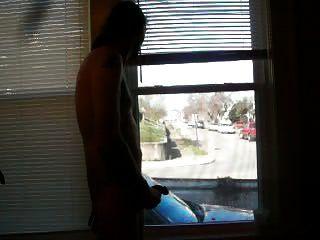खिड़कियों पर कार ड्राइव के रूप में हस्तमैथुन करना