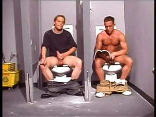 स्नान में पुलिस अधिकारी हांफिंग गधा