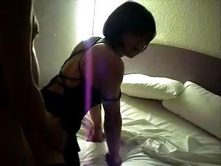 मोज़ा में फ्लैट चेस्टेड लेडीबॉय को पकड़ा जाता है