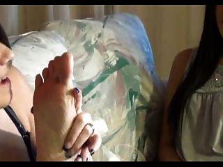 पैर गुदगुदी और पूजा