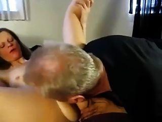 स्कीनी शौकिया स्लट मिल रही है एक अच्छा बकवास के साथ एक काला आदमी