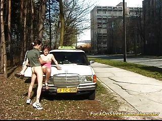 टैक्सी ड्राइवर सार्वजनिक में fucks