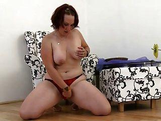 वसा युवा लड़की खिलौना के साथ fucks चाहता है