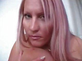 लौरा ओरसोलिया आप बिस्तर पर teases