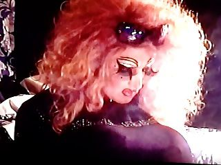 ओट ड्रैग टीवी धूम्रपान के साथ लंबी नाखून