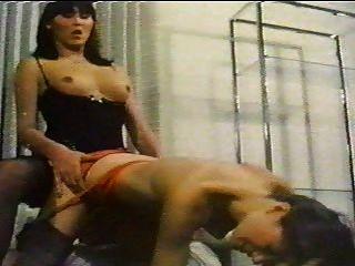 एक लड़की के साथ किन्नर रेट्रो सेक्स