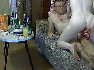 रूसी युगल मजा करने की कोशिश कर रहा है