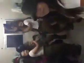 इज़राइली आई डी एफ लड़कियों को नृत्य करने के लिए नृत्य करना पसंद करते हैं जैसे कि माइली