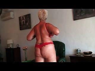 अच्छा दादी सामने कैम में नग्न दिखा