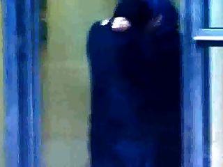 हिजाबी मुस्लिम लड़की को खुफिया में काफिर आदमी के साथ