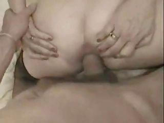 फ्रेंच दादी उसके गधे में एक बड़ा मुर्गा ले और facialized
