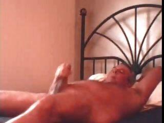 पिताजी jerkof बिस्तर पर बड़ा भार