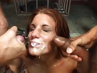 गर्म सह प्रेमी उसके चेहरे को कवर किया जाता है