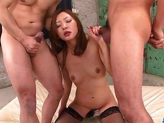 त्रिशंकु सेक्स के साथ चमकदार दृश्यों के साथ मियो कुराकी