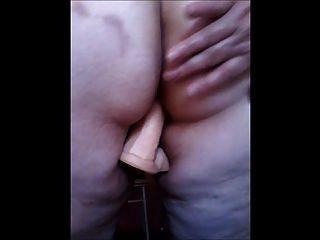 ब्राजीलियाई दादी dildo का उपयोग करता है और सींग का अनुभव करता है