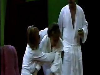 स्काग पर स्टेज पर सजैन लोथर नंगा